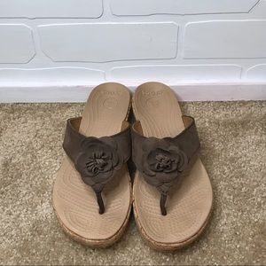 CROCS Women's Brown Flower Thong Wedges Size W 7